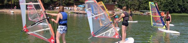 Kolonie i obozy windsurfingowe
